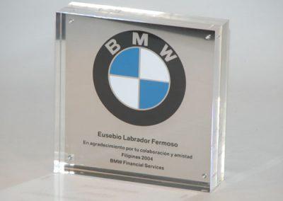 acabado-metracrilato-placa-BMW-artificionet
