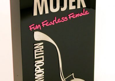 acabado-metracrilato-premio-mujer-cosmopolitan-artificionet