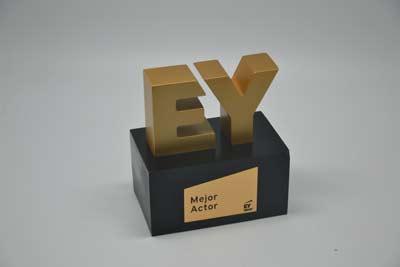 trofeos-acabados-metalizados-premios-ey-artificionet