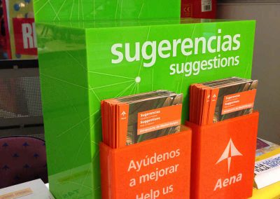 Expositores-Buzon-sujerencias-aena-artificionet